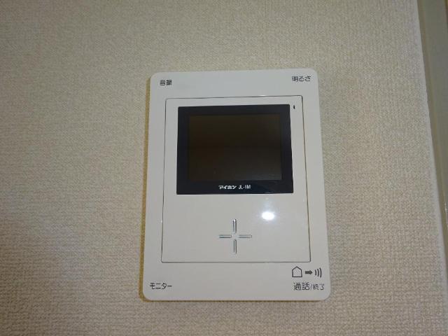 ロイヤルコープM 00301号室のエントランス