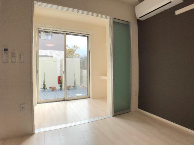 新作新築アパート 101号室のリビング
