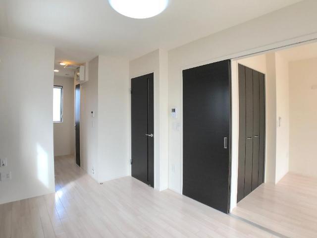 新作新築アパート 202号室のリビング