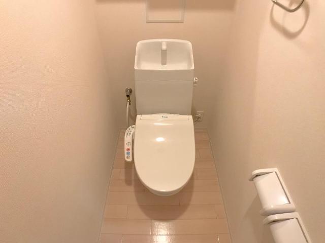 新作新築アパート 202号室のトイレ