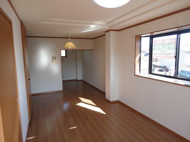 ディアコーポSUZUKI 201号室のリビング