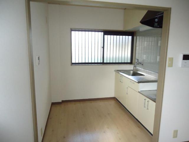 グリーンフィールド作野ヶ丘 201号室のキッチン