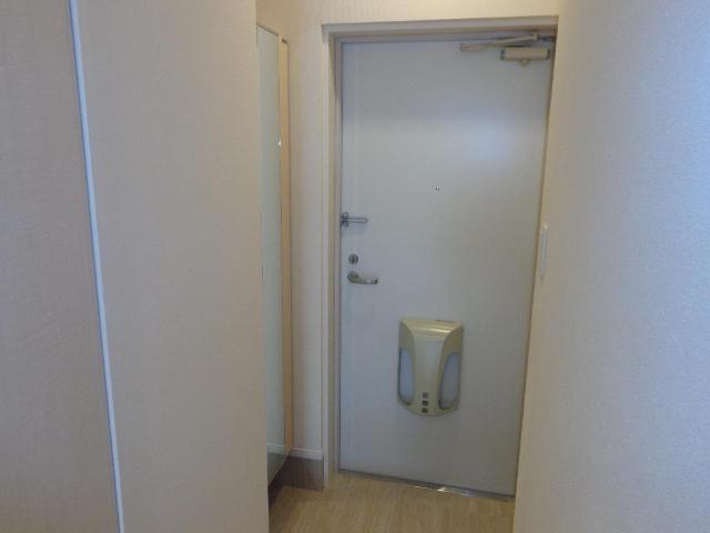 リベルタS 202号室の玄関