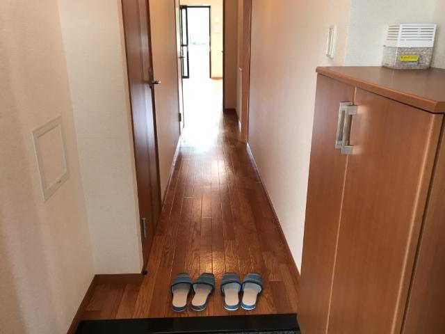 パークサイド U 102号室の玄関