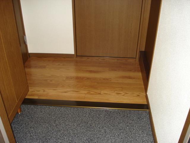 ウィング富士A 302号室の玄関