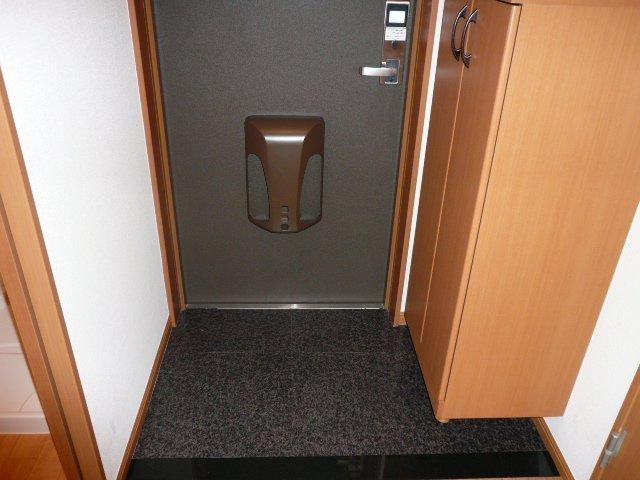 グランピュア 103号室の玄関