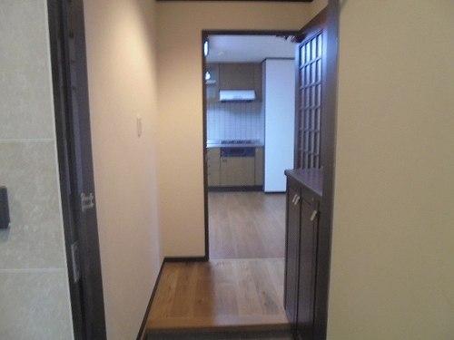 ライオンズプラザ宇栄原 103号室の玄関