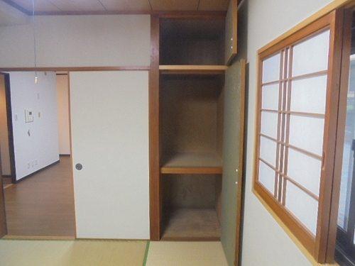 ライオンズプラザ宇栄原 103号室のベッドルーム
