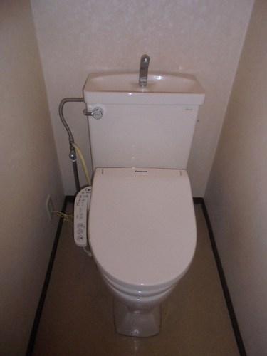 レクセル五反野 104号室のトイレ