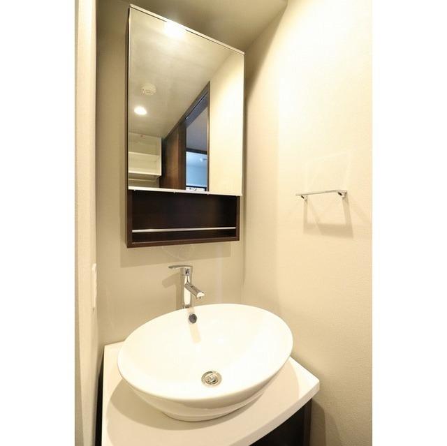 ROYGENT SUGAMO EAST 108号室の洗面所