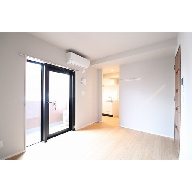 ROYGENT SUGAMO EAST 214号室の居室