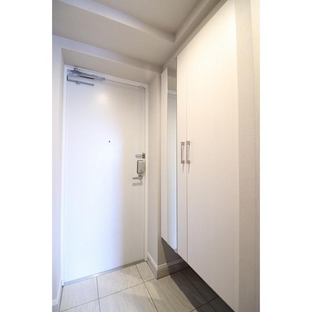 ROYGENT SUGAMO EAST 214号室の玄関