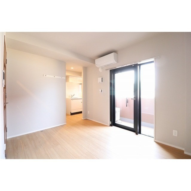 ROYGENT SUGAMO EAST 108号室の居室