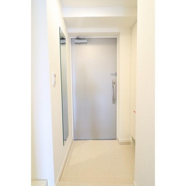 ジオエント巣鴨 0202号室の玄関
