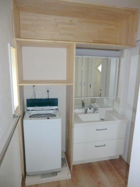 長後戸建の洗面所