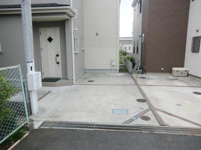 長後戸建の駐車場