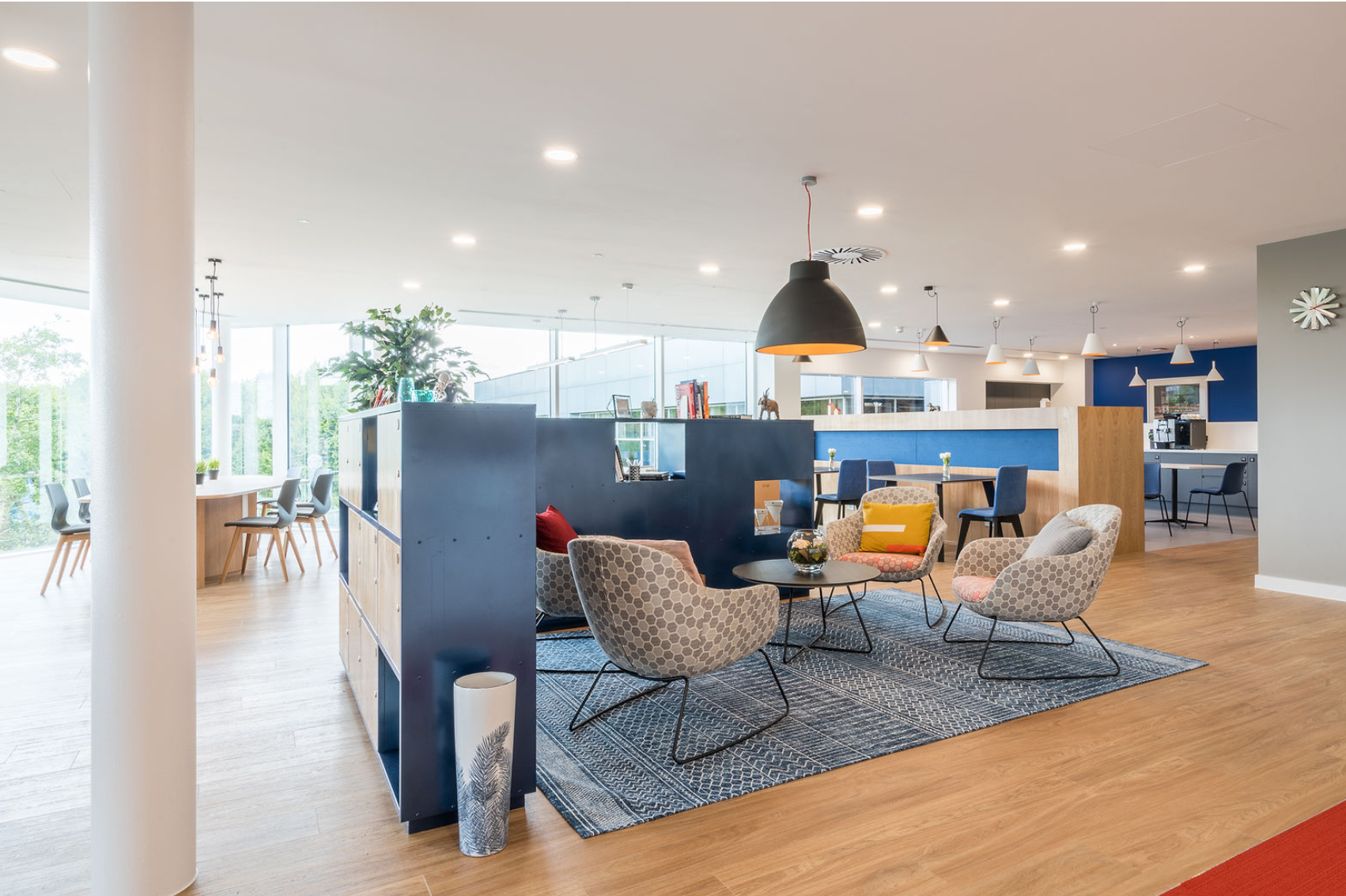 Example of open space, hotel-style amenities in offices at Winnersh Triangle.
