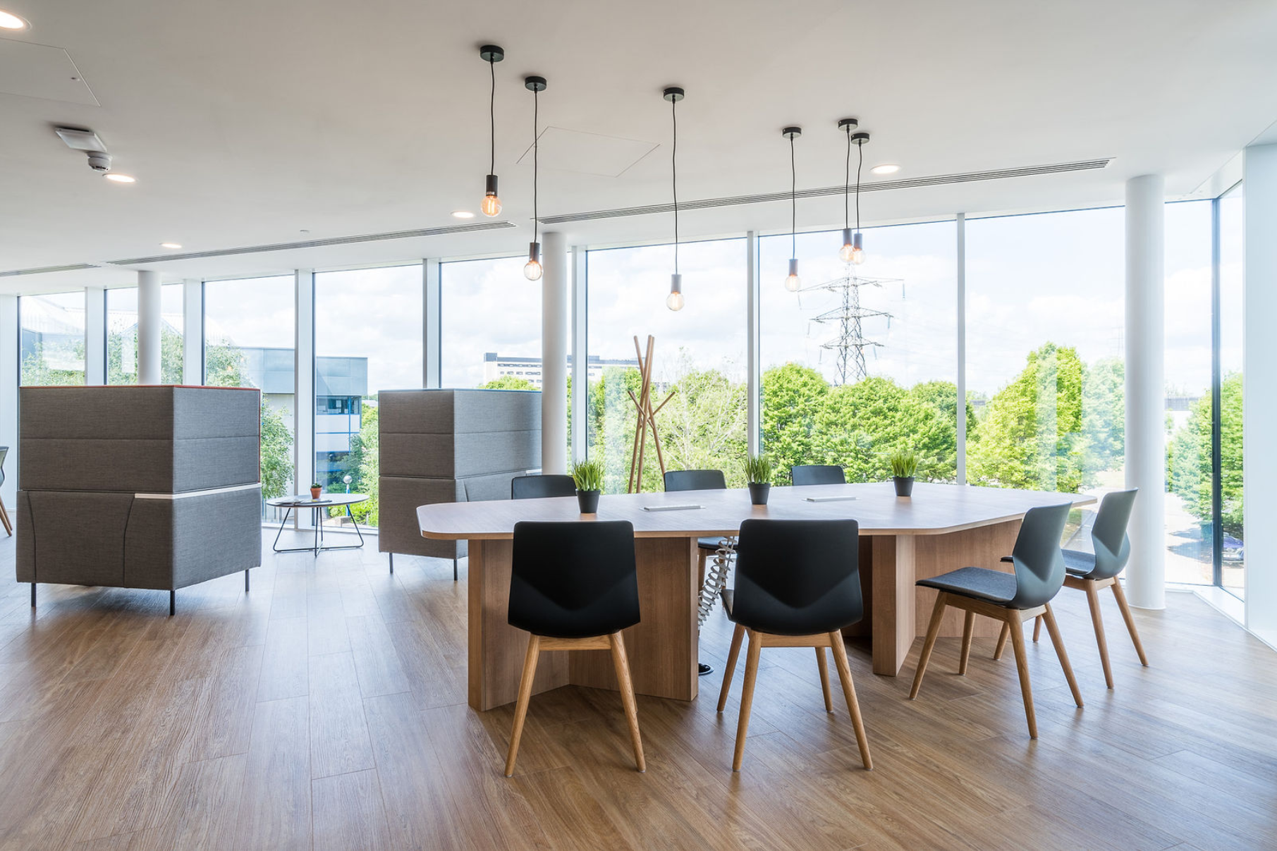 Regus' open plan collaborative office space at Winnersh Triangle