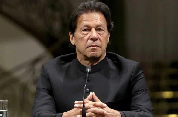 Pakistan pm imran khan takes first dose of covid-19 vaccine