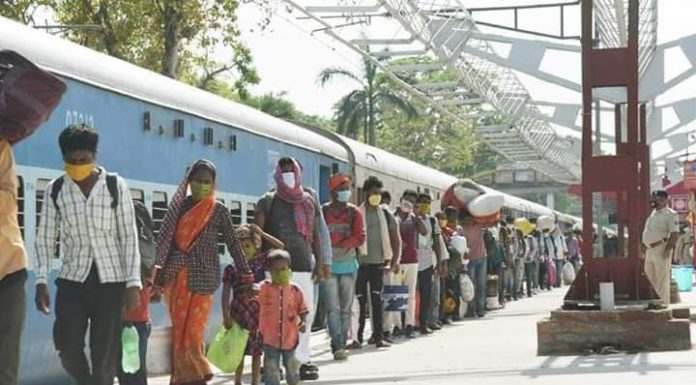 Coronavirus crisis and fear of lockdown hit on workers so returning from mumbai and pune