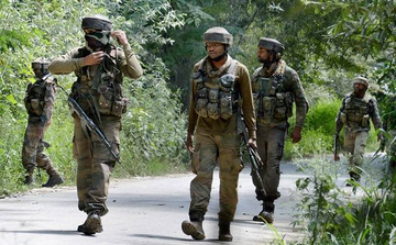Jammu-kashmir: 3 militants killed in an encounter with security forces in tral of south kashmir