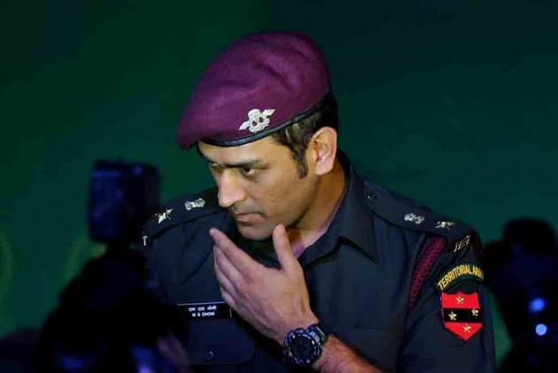 Dhoni congratulates Indian Air Force for inducting Rafale