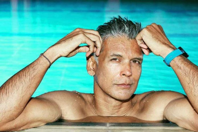 milind soman has cleaned trash during visit shiva temple