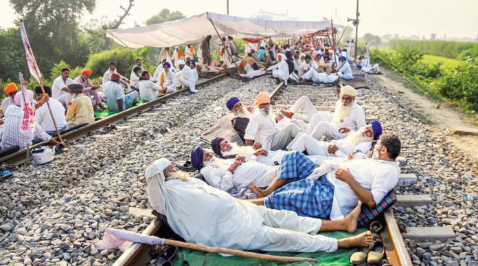farmers protest against central agricultural laws entered on 17th day