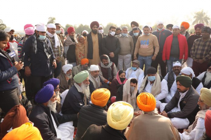 Nihang sikhs said those who not supporting kisan movement will not get entry in punjab