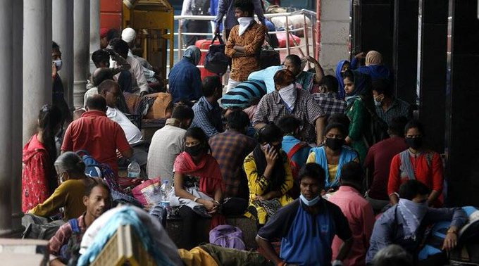 People in large numbers seen at New Delhi Railway Station