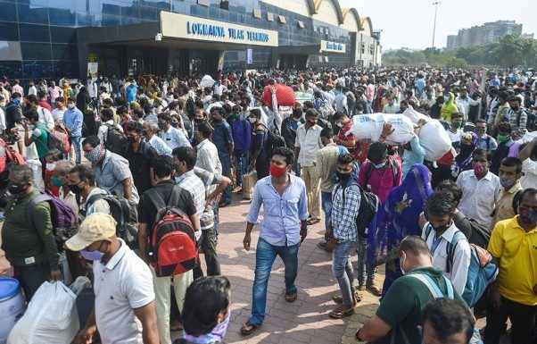 Migrant laborers leave maharashtra as soon as corona curfew begins do not want to face the pain of lockdown