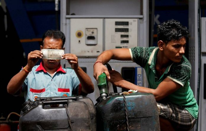 Petrol-Diesel Price: The price of petrol and diesel did not change for the 15th consecutive day, know the price of 1 liter