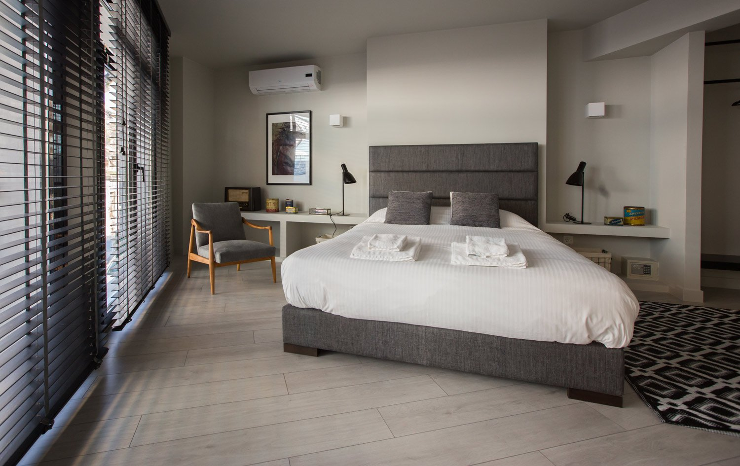 Double-Bed Bedroom - Heart of Athens