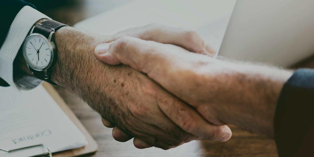 Image_Männer schütteln Hand