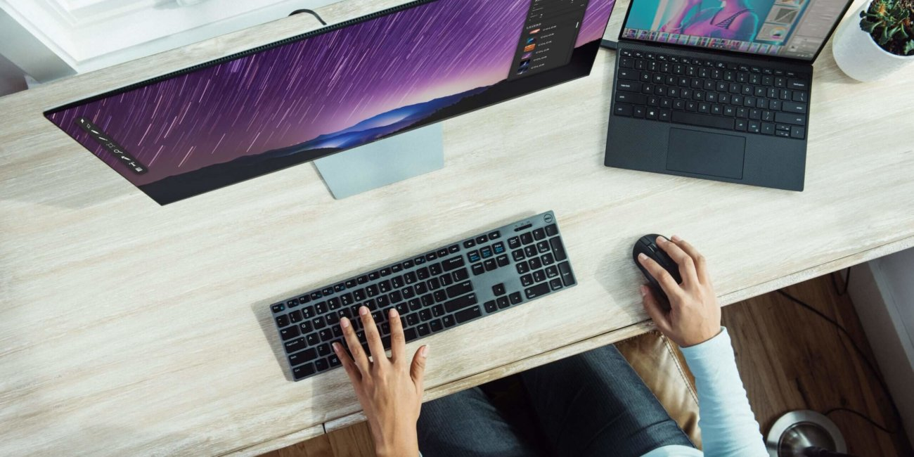 Image_Mann arbeitet am Computer