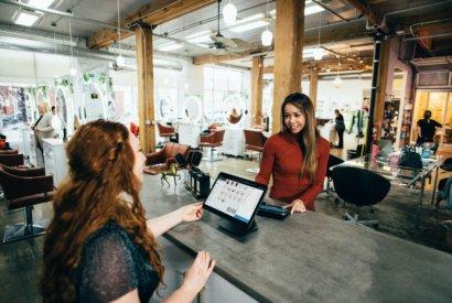 Der größte hello again Report über Kundenbindungsprogramme digitaler und traditioneller Art. (Kundenkarte, Stempelpass, App uvm.) bietet Ihnen Einblicke in das Kaufverhalten Ihrer Kunden.