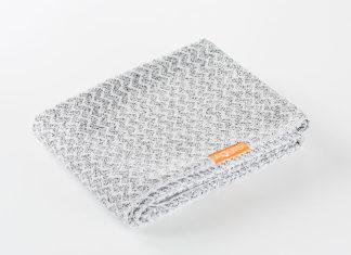 Llega Aquis: la toalla que seca y peina tu pelo
