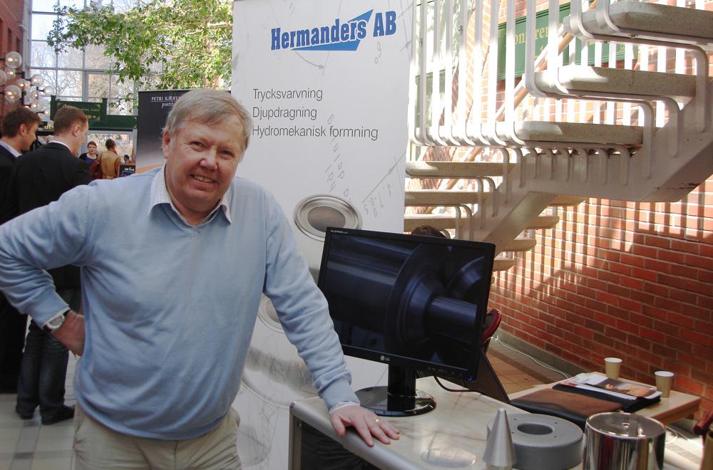 Bert Karlsson hälsar på Hermanders