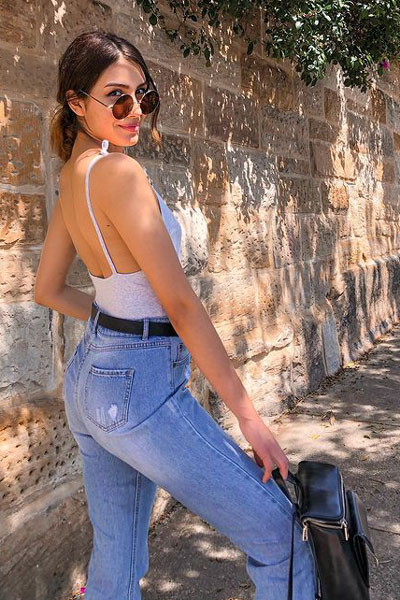 jeans + crop top for summer. 23 Summer Vacation Outfits To Make Your Next Trip Stylish