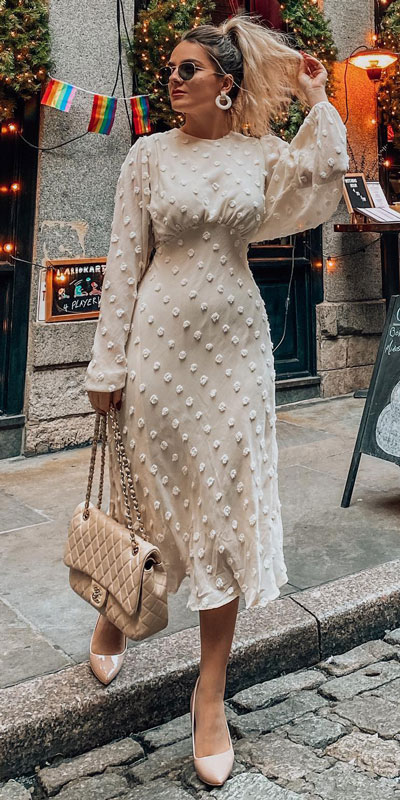 Light, comfortable, and roomy but not sloppy. You can't say enough about this adorable cream cotton candy sheer maxi dress! Dolled up with a Chanel flap bag and nude pump for a complete look.