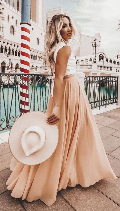 This look can be your entire vibe for all summer long. A timeless chiffon maxi skirt combined with a sleeveless tank top is such a mood. This look is perfect from a beach to a BBQ and everywhere in between.