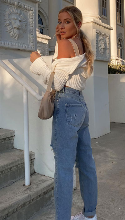 knit top for summer paired with comfy jeans
