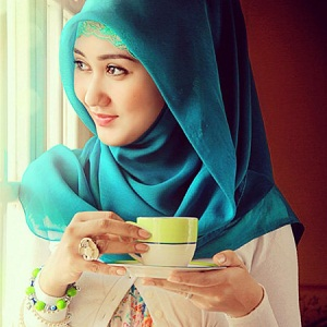 Model Jilbab Wisuda Dian Pelangi 4