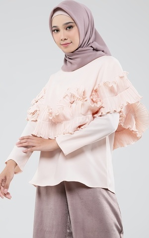 Ofelia Short Cape Top