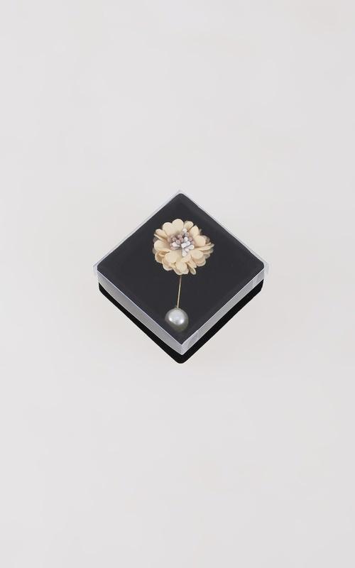 Bros - Flower Set Pin - Cream