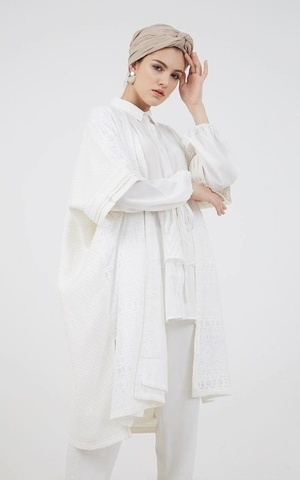 Berrybenka Modest - Ikiro Lace Outer White