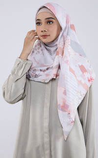 Radwah X Analisa Scarf Kate