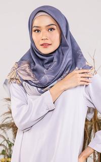 Hijab Motif Delias Scarf in Catisa