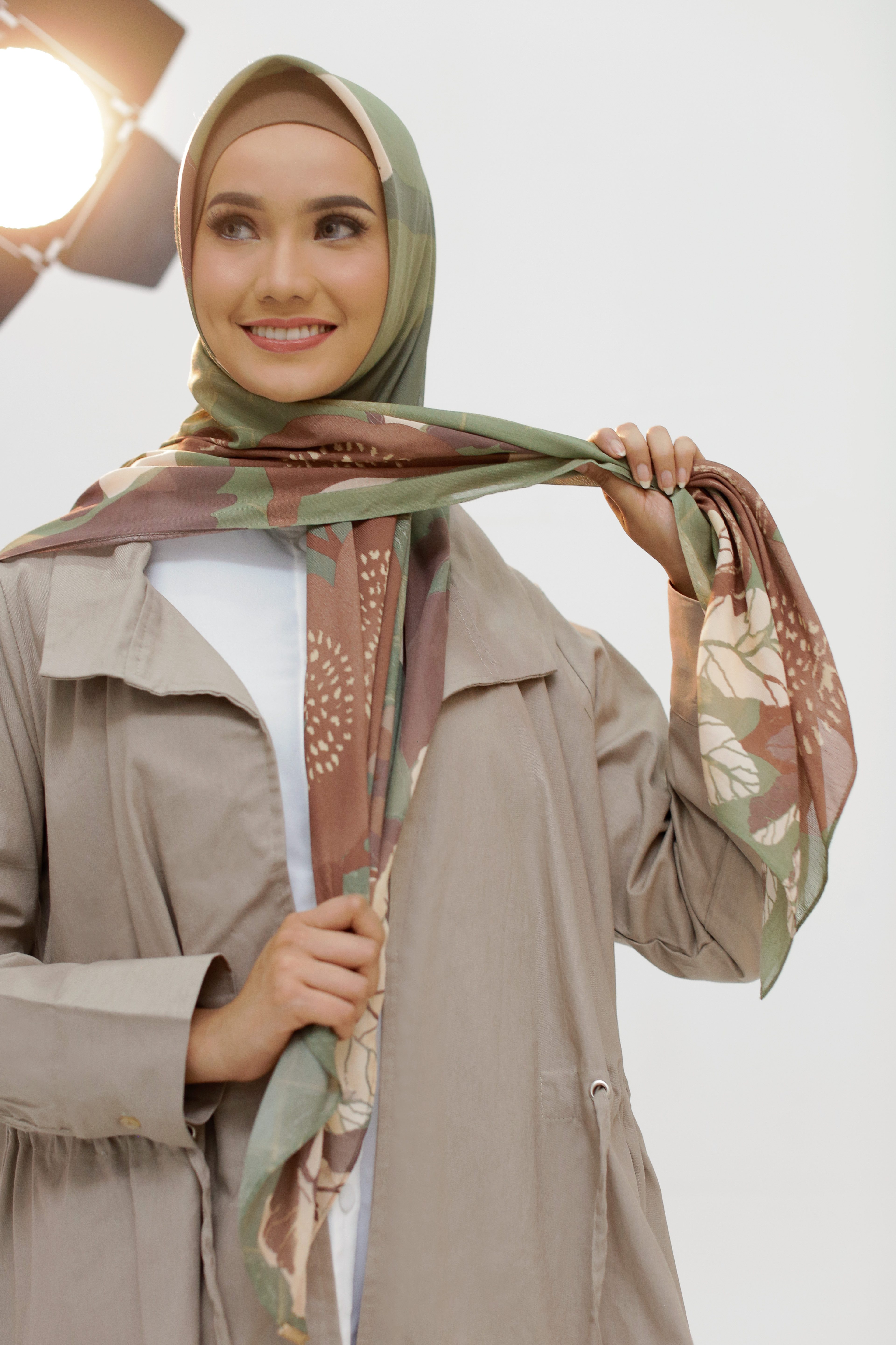 Tutorial-Hijab-Simple-Segi-Empat--6-