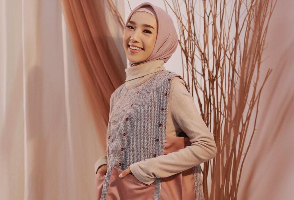 5 Warna Jilbab yang Cocok untuk Kulit Kuning Langsat